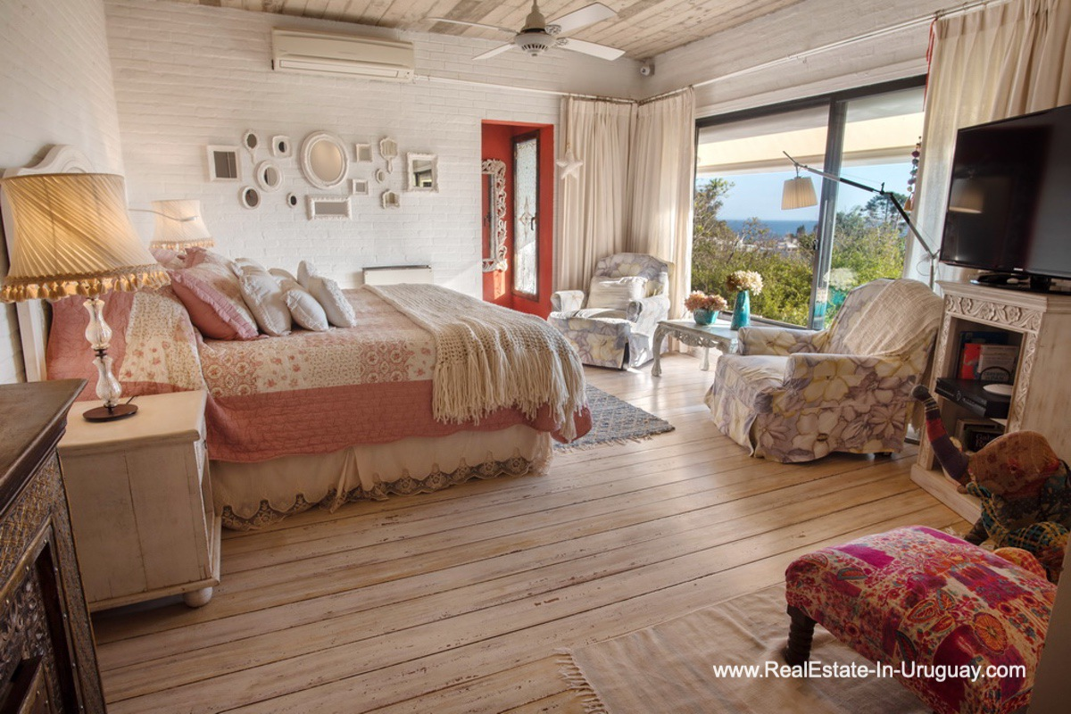 Mastersuite of House on a Double Lot with Sea Views in Punta Ballena