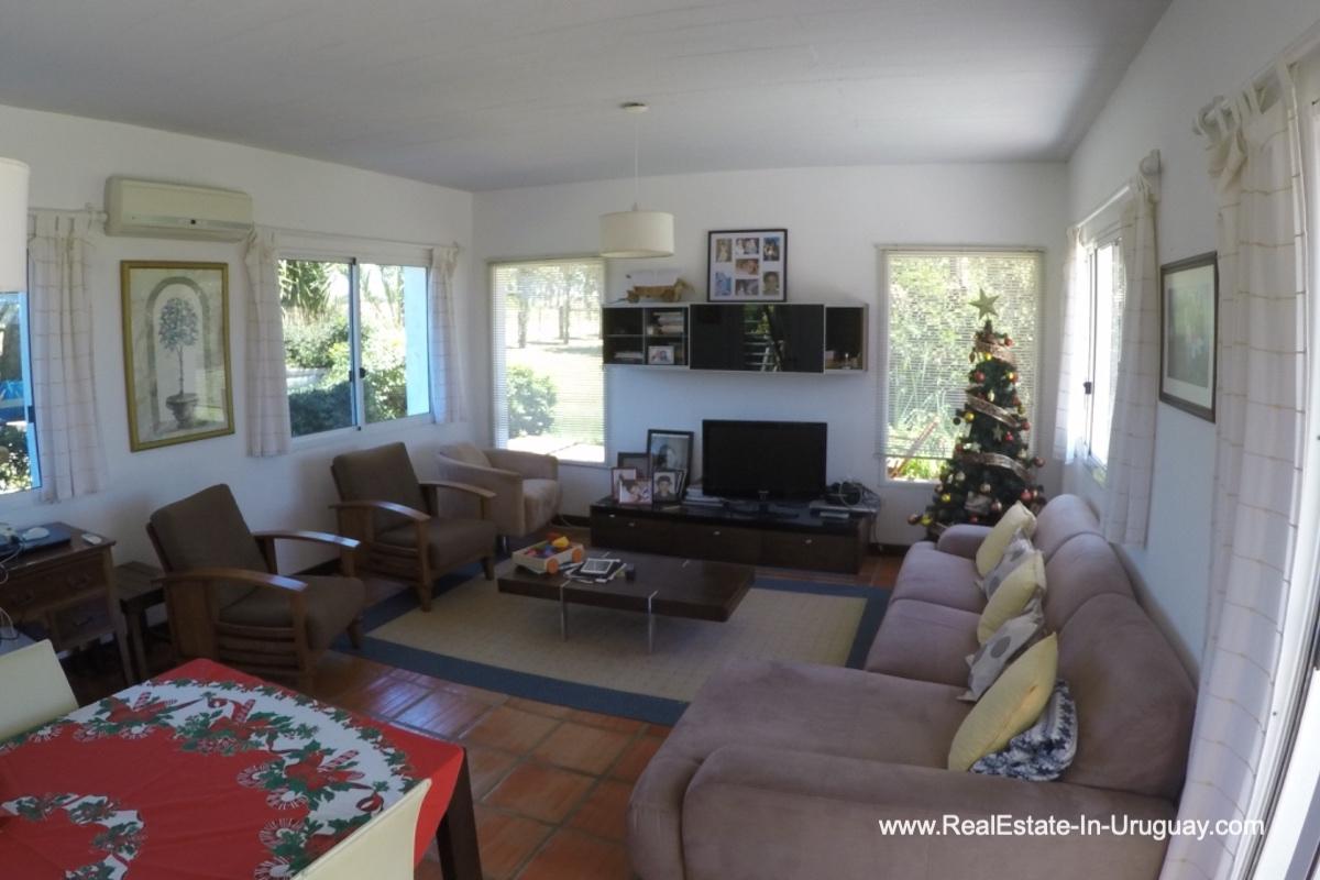 Guest Living of Charming-Farm-between-Ruta-104-and-Santa-Monica-Entrance