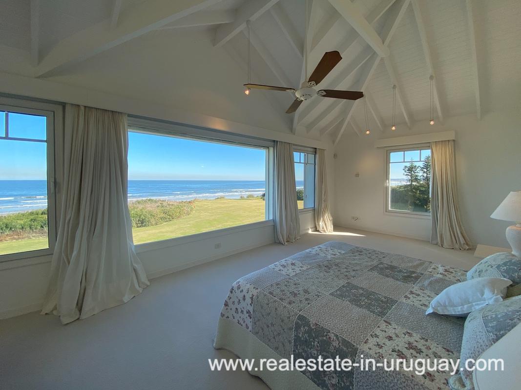 Master of Large Oceanfront Villa in Punta Ballena