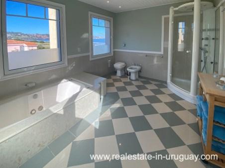 Masterbathroom of Large Oceanfront Villa in Punta Ballena
