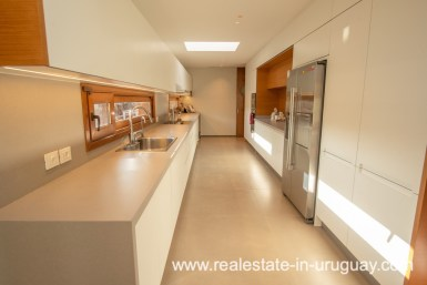 Kitchen of Modern and Style combined with Country Views in Pueblo Mio by Manantiales