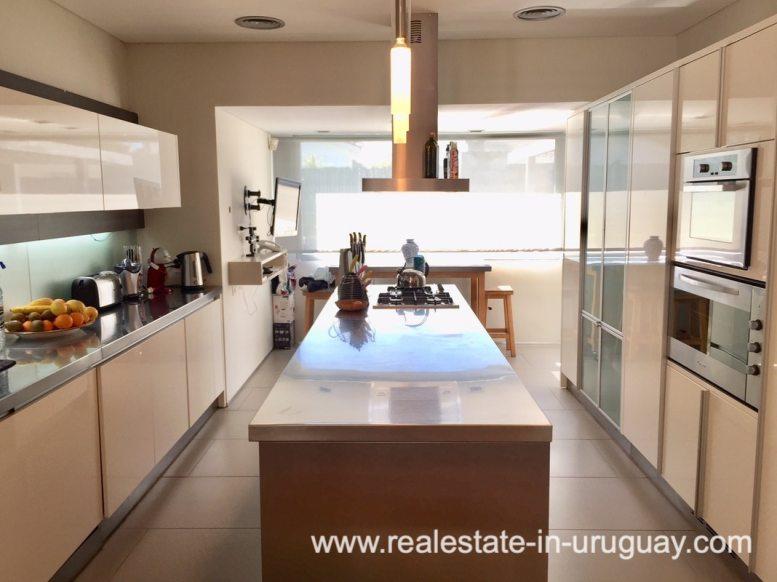 6707 Spacious Family Home on the Mansa in Punta del Este - Kitchen