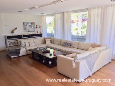 6707 Spacious Family Home on the Mansa in Punta del Este - Living Room