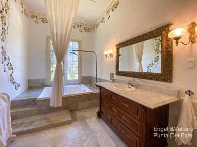 4925 Italian Villa in EL Golf Punta del Este - Guest Bathroom3