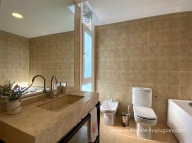 6854 Modern House on Laguna del Sauce - Bathroom