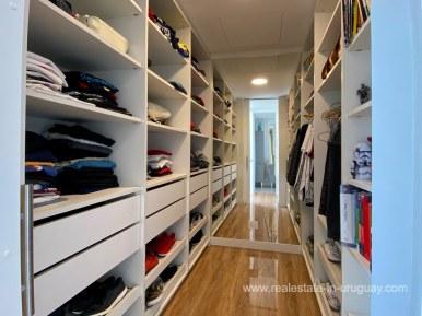 6854 Modern House on Laguna del Sauce - Closet2