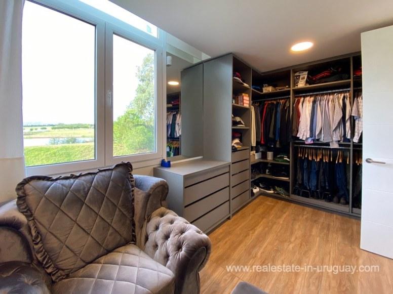 6854 Modern House on Laguna del Sauce - Closet3