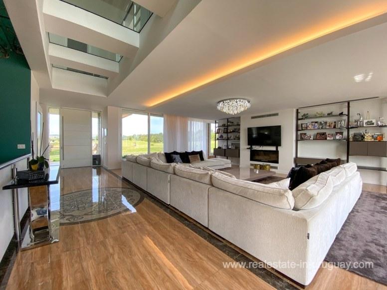6854 Modern House on Laguna del Sauce - Living Room