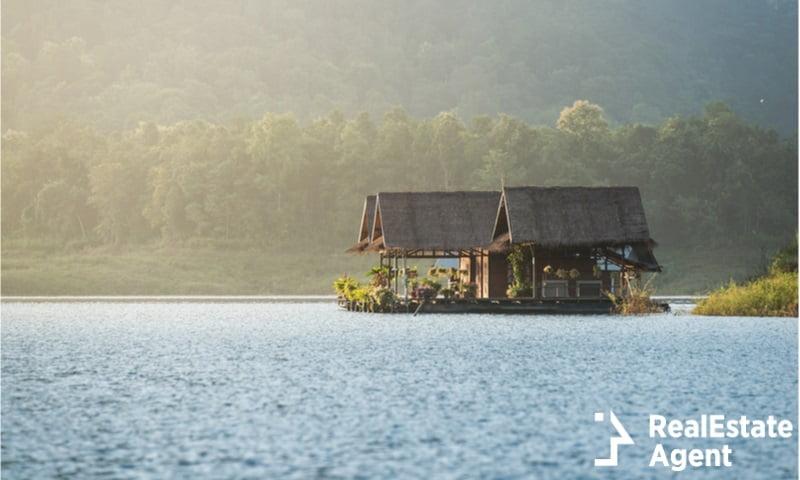 floating hotel house