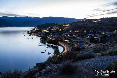 waterfront properties around Lake Chelan