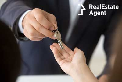 agent giving the keys to the renter