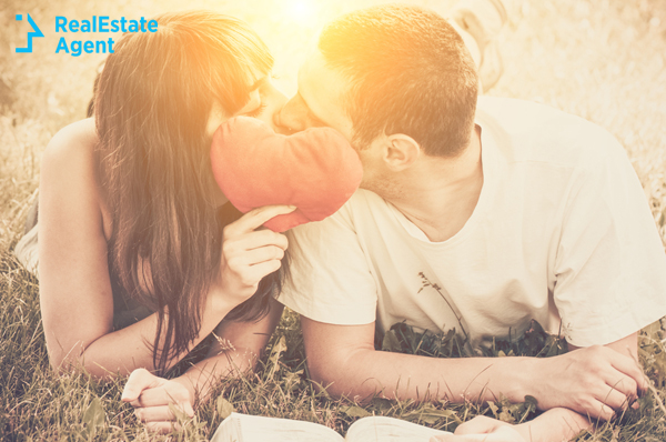 teenagers kissing while in the nature enjoying the picnic