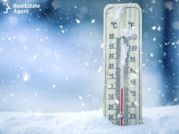 thermometer in snow showing low temperature