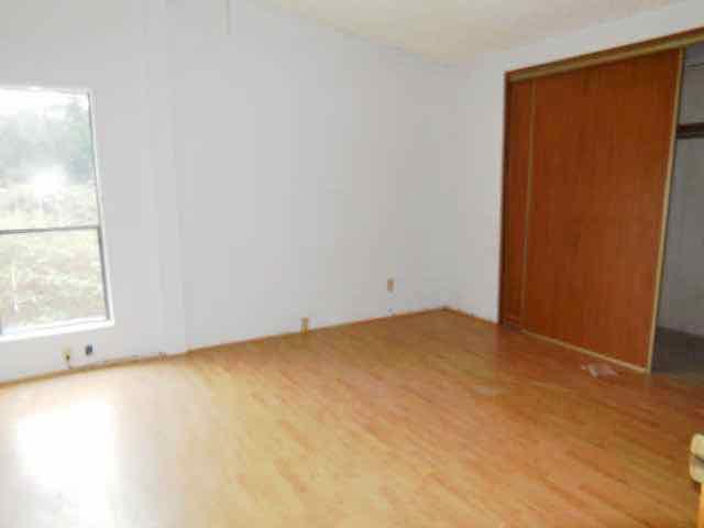 561-820190 master bedroom-640