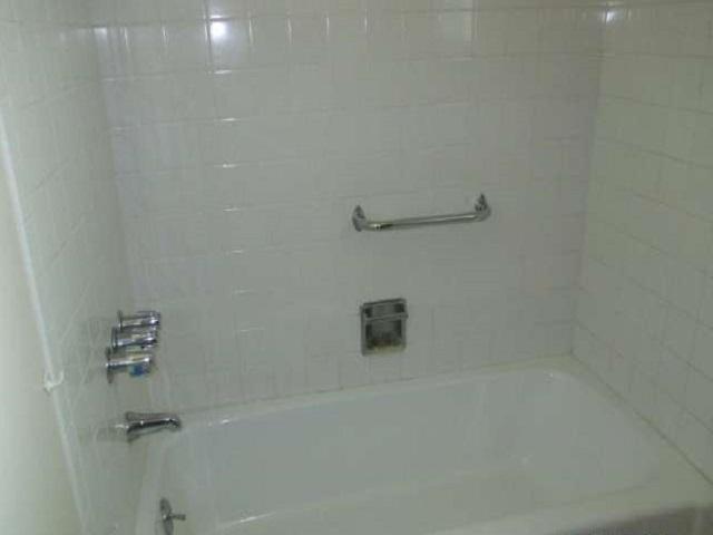 561-644875 – hallway bathroom 01-640