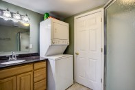 bathrm-laundry1 Laurie Way Announces | Des Moines Multi-Level Home with Large Yard!