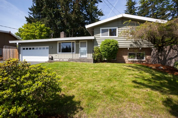 house-front-2 Laurie Way Announces | Des Moines Multi-Level Home with Large Yard!
