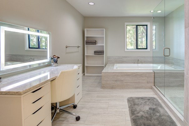 bathrm-master3 LAURIE WAY ANNOUNCES   NORTHWEST LIVING IN BREMERTON   JUST LISTED