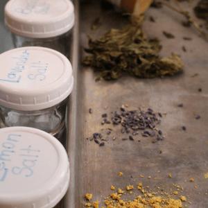 Flavorful mineral salt -dehydrate