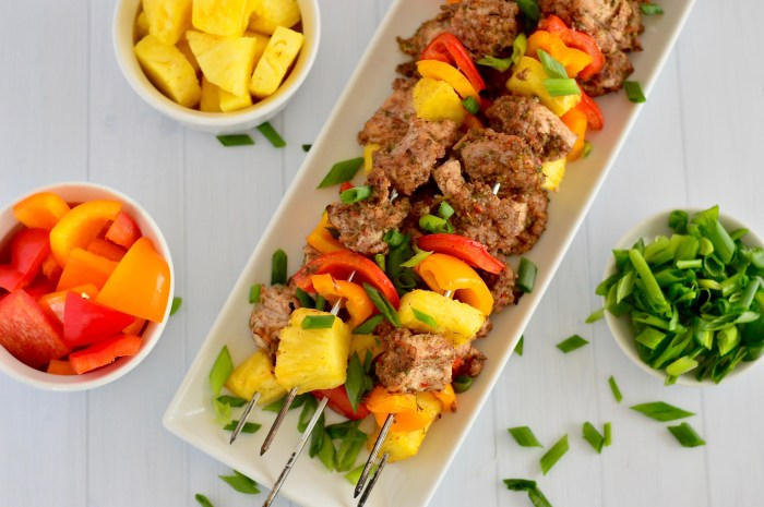 Who's ready for summer? These jerk chicken kabobs are paleo, gluten-free, whole30-friendly, and super easy to throw together for a summer dinner party!