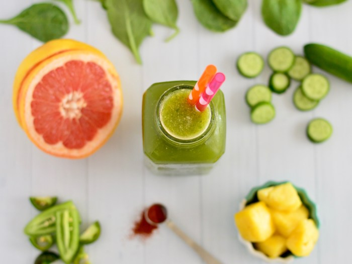 Sweet & Spicy Green Juice with Pineapple, Grapefruit & Cucumber | Real Food with Dana
