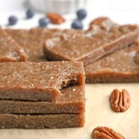 Paleo Maple Sea Salt Protein Bars (RXBAR Copycat)