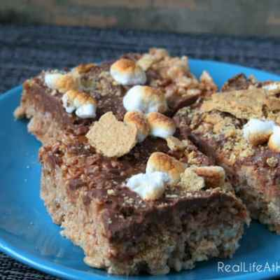 Easy to prepare and deliciously inspired by summer, these S'mores Rice Krispie Treats are sure to please your family and friends. | RealLifeAtHome.com