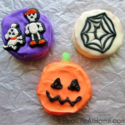 Easy Homemade Halloween Moon Pies | RealLifeAtHome.com