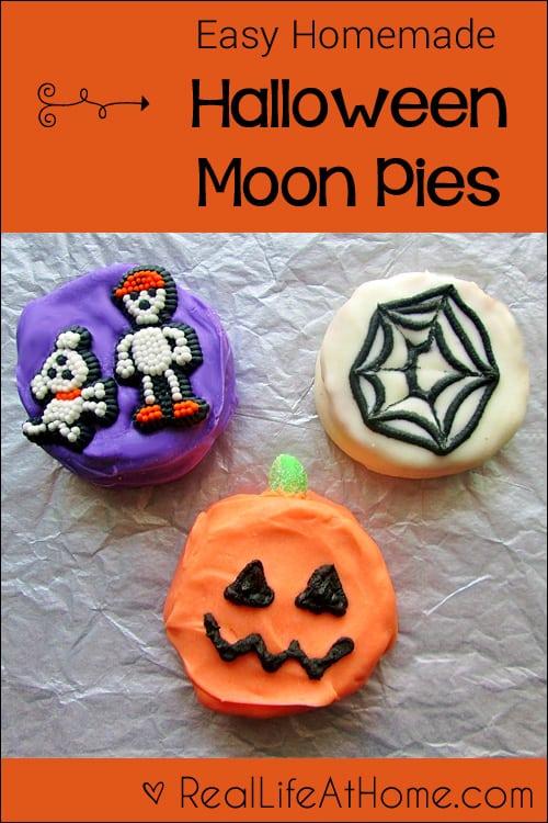 What a fun Halloween treat! Easy Homemade Halloween Moon Pies
