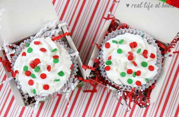 Cupcake Christmas Bath Bombs (wrapped in cupcake boxes)