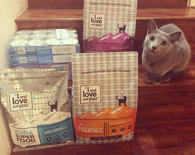 """#ad What's your favorite cat food? I clearly can't get enough """"I and love and you"""" kibble and wet…"""