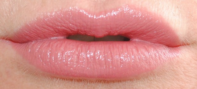 rimmel-the-only-1-lipstick-swatches-700-naughty-nude