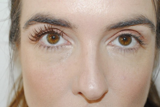 1d258660e46 Benefit Roller Lash Brown Mascara Before & After One Coat