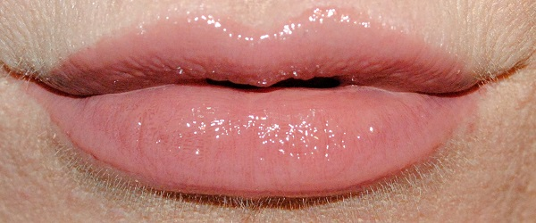 By Terry Lip Expert Shine Liquid Lipstick Swatch vintage nude