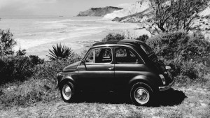 LA MITICA 500 OMAGGIA CAMILLERI: AUTO VINTAGE E LUOGHI DA FAVOLA