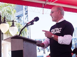 Jeff Moyer of Rodale speaks to farmers at a rally in Jacksonville