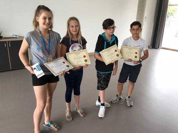 Schulbeste Theresia Hagelauer (5a), Ronja Friedrichs (5c), Gabriel Kirilow (5d), Noel Maier (5b)