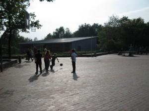 Blick auf das Ganztagsgebäude)