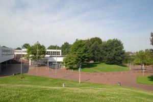 Hof Ost - Blick auf das Schulgebäude
