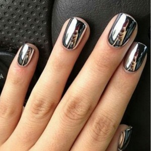 Mirror Nails Are A New Manicure Trend That Will Make You Look Twice