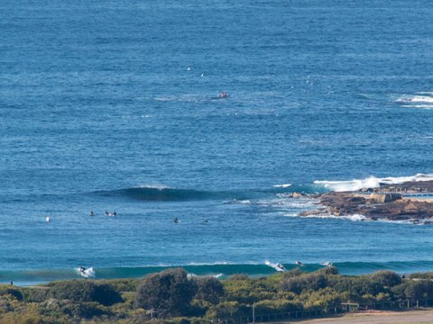 Waves on the beach, waves at the point, 0830
