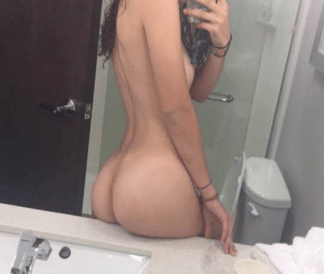Super Hot 19yo Snapchat Girl Nude Selfies
