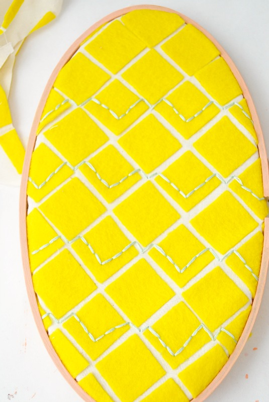Embroidery Hoop Pineapple that's perfect for summer