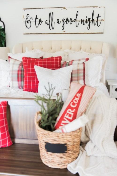 http://www.lizmarieblog.com/2016/11/a-cozy-cheerful-farmhouse-christmas-bedroom/