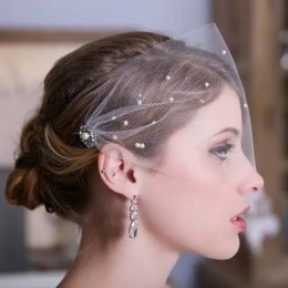 2015 Wedding Trends - 1950s style veil from Rebecca Loves Weddings www.rebeccaanderton.co.uk