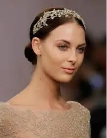 2015 Wedding Trends - Bride wearing jewelled headband from Rebecca Loves Weddings www.rebeccaanderton.co.uk