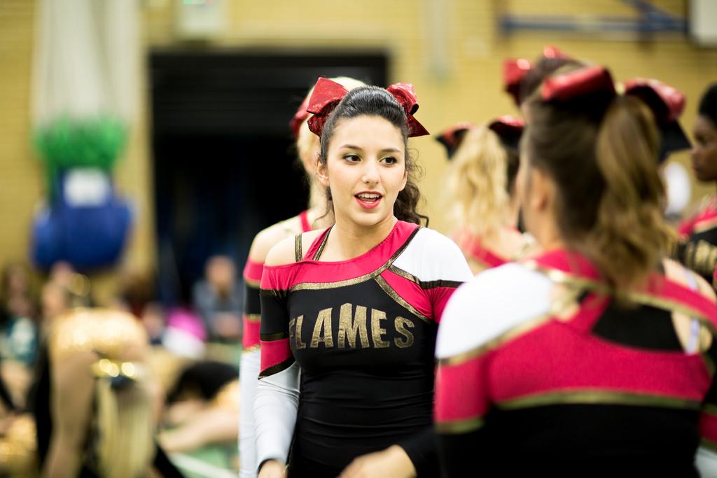 picture of Essex cheerleader on Derby Day