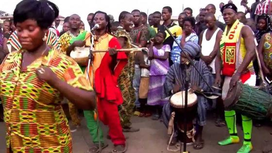 king-ayisoba-and-band