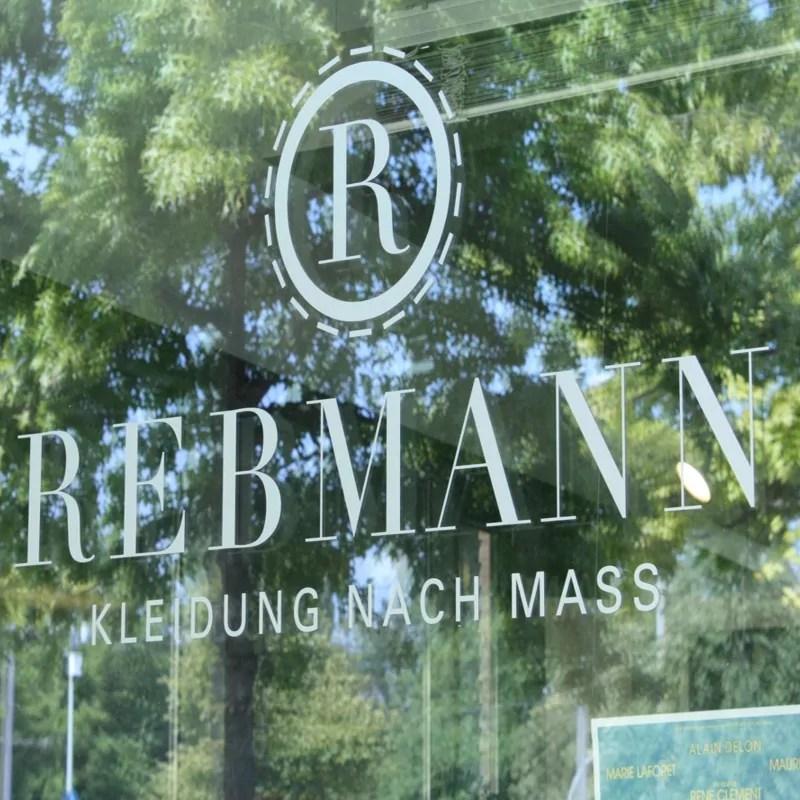 Rebmann-Logo auf Glasscheibe