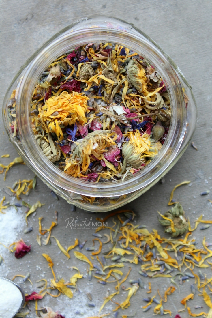 Looking for a way to relax after a long, hard day? This Relaxing Herbal Bath Soak will do the trick - perfect to use for yourself or as a homemade gift!  #healthyrecipes #selfcare #homemadegifts #bathsalts #essentialoils #giftideas